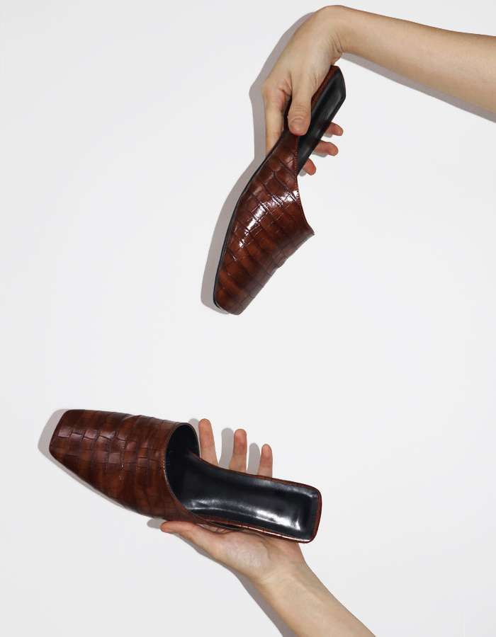 CROCODILE BROWN MULE