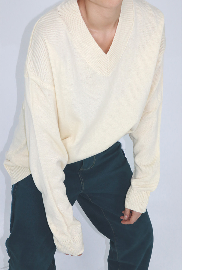 UNISEX V NECK KNIT (3 COLOR)